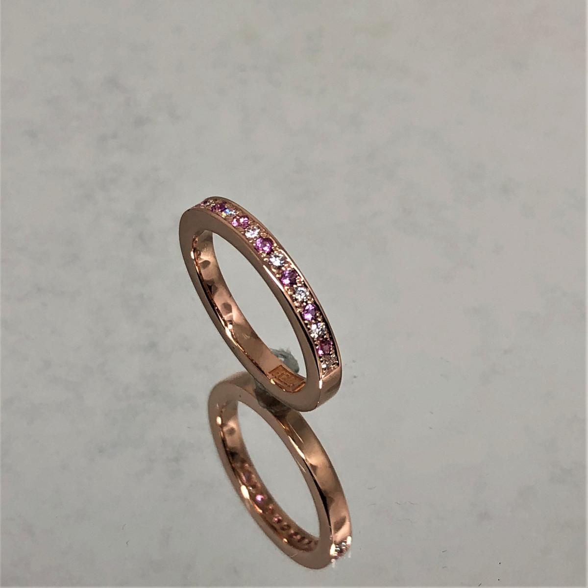 Ring med rosa safirer, rosa stenar, alliansring