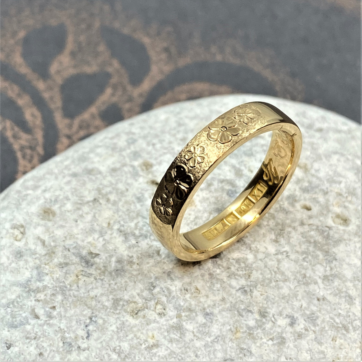 Handgraverad ring, blomring, ring med blommor