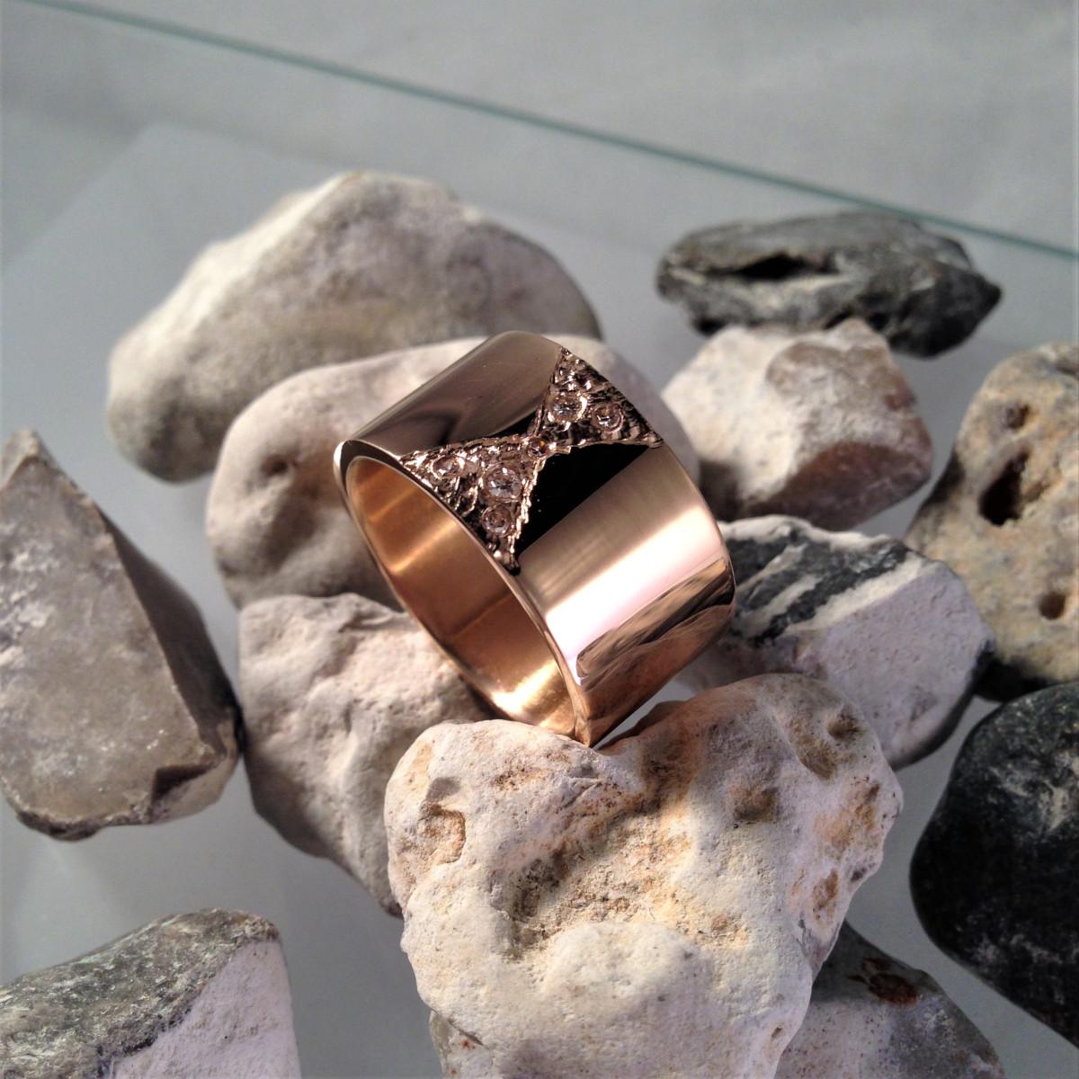 Bred ring, diamantring, guldring