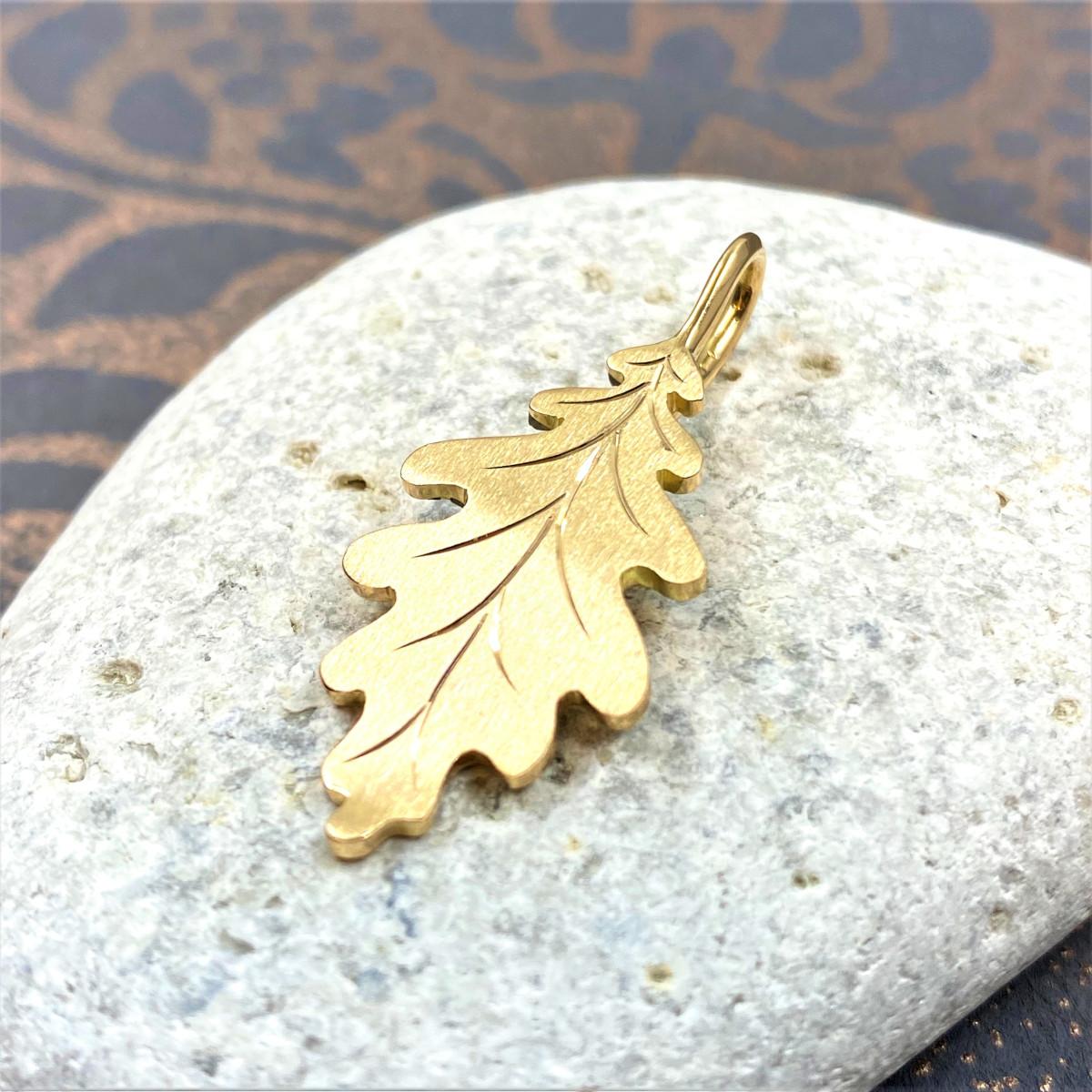Guldlöv, eklöv i guld, lövsmycke