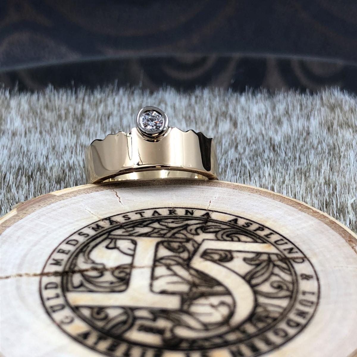Enstensring, guldring, vågig ring, diamantring