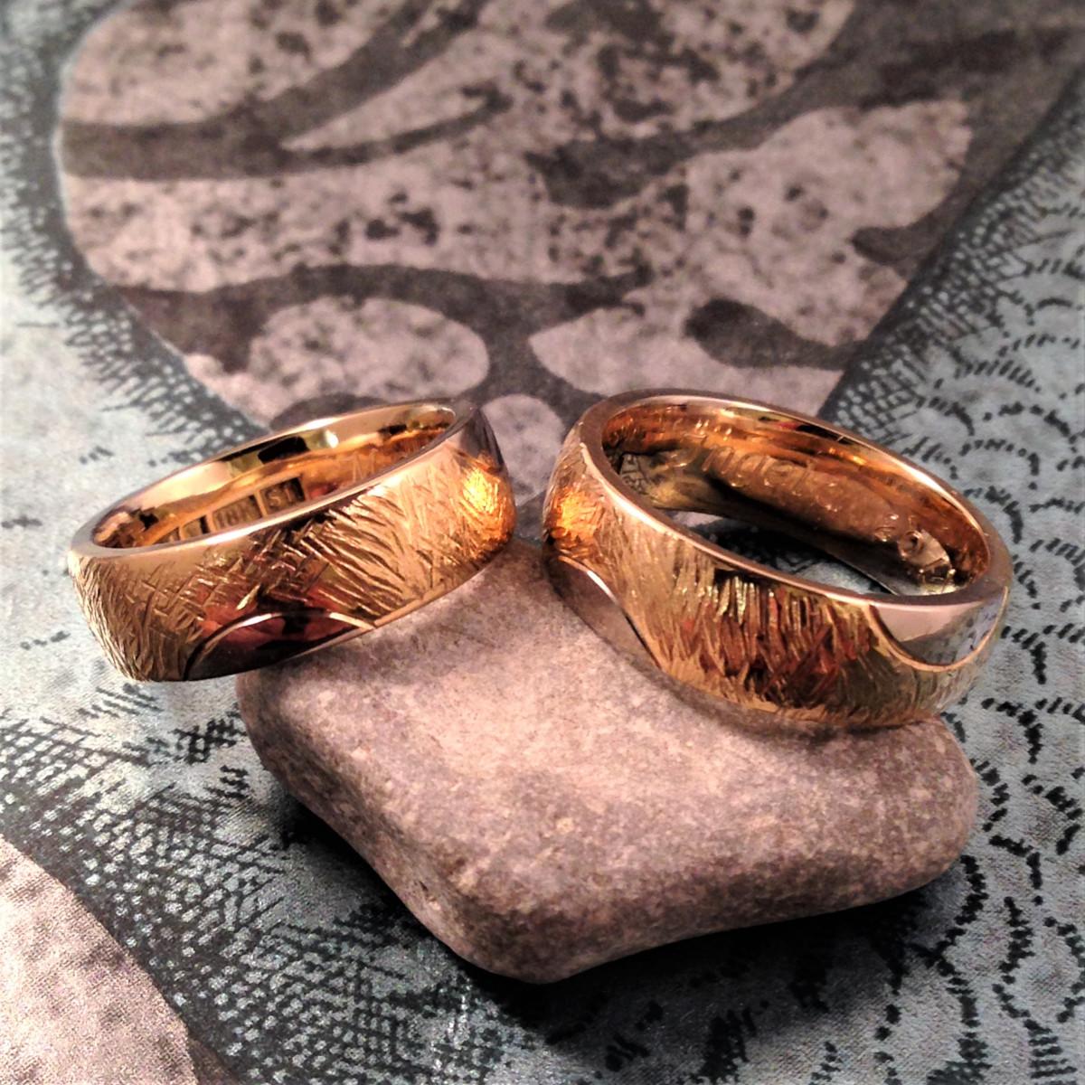 Flerfärgat guld, breda ringar, förlovningsringar