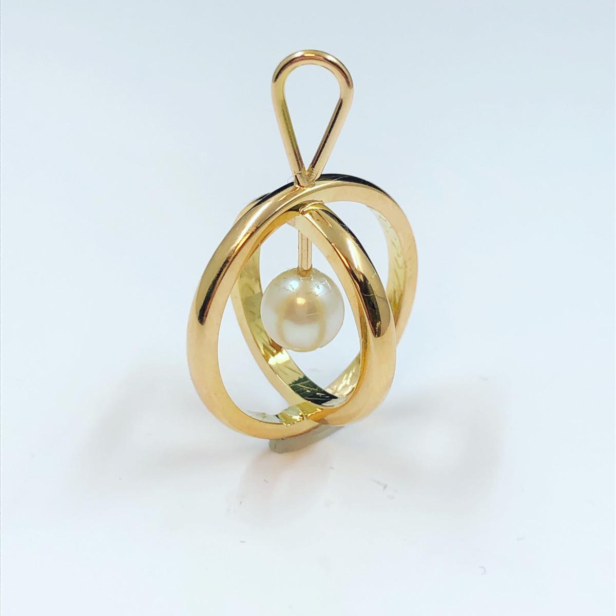 Guldhalsband, hängsmycke i guld, pärla