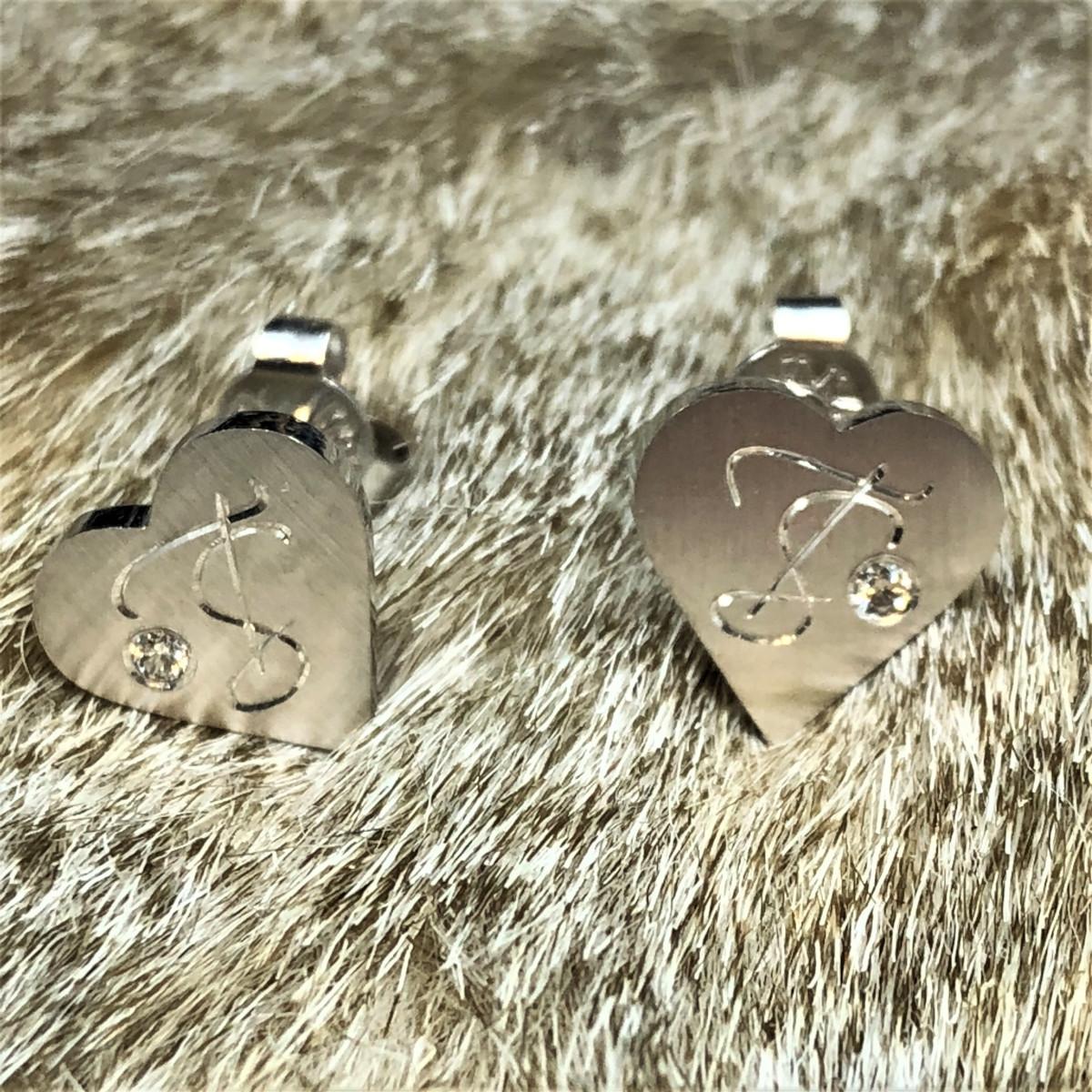 Silverörhängen, örhängen, handgravyr