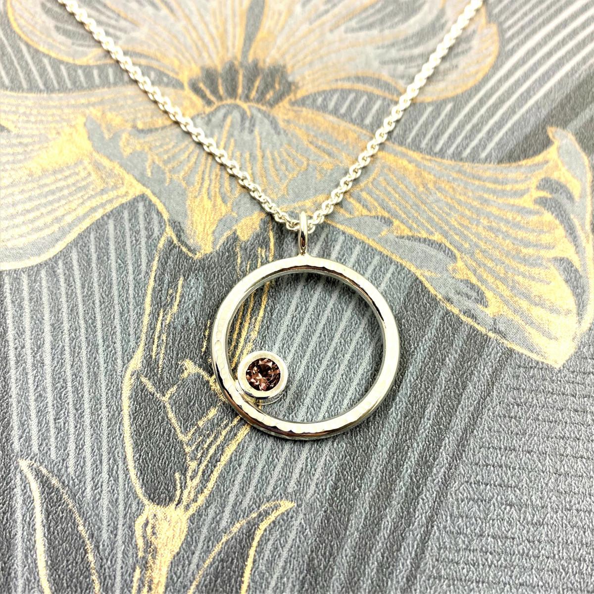 Rosa turmalin, skogens guld, silverhalsband