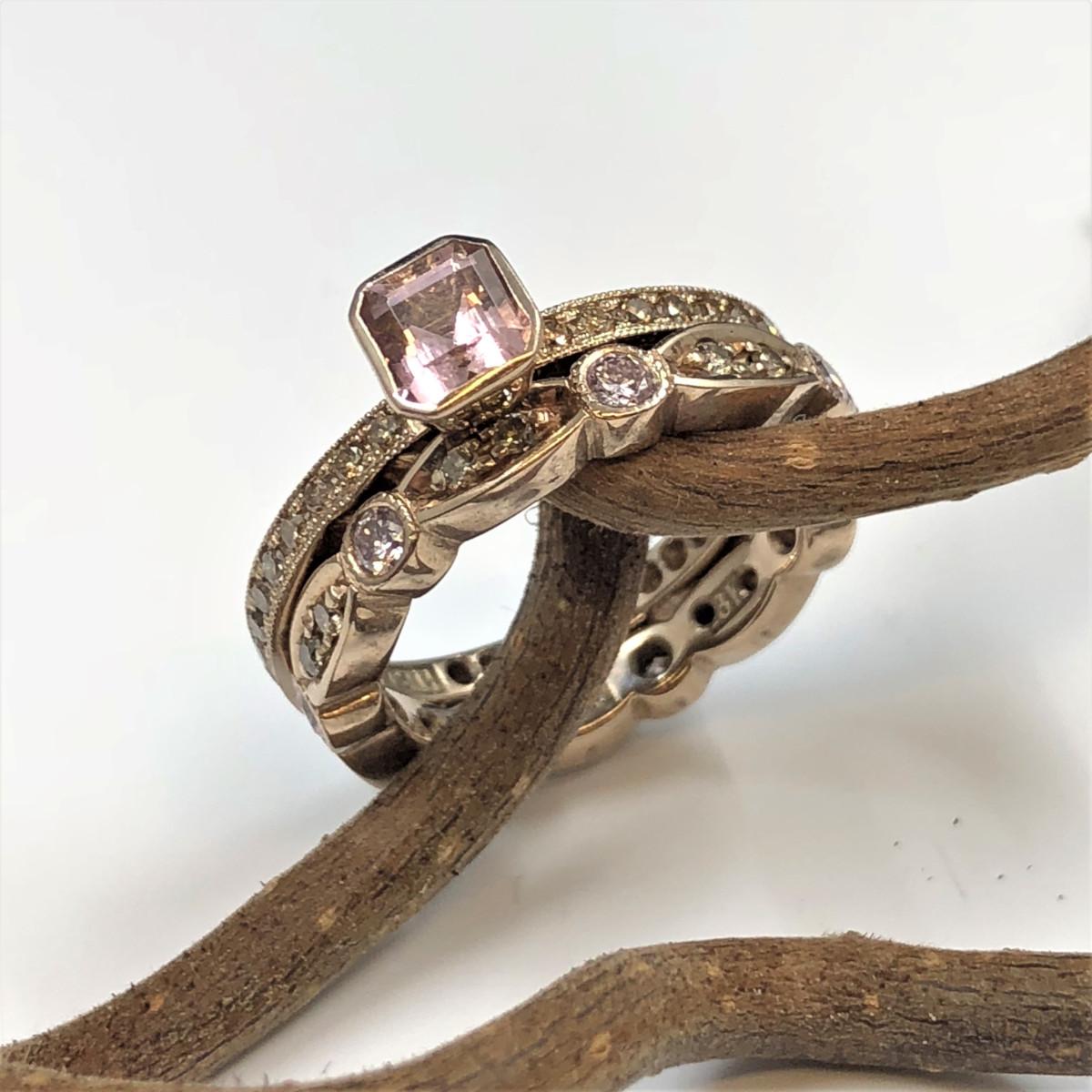 Bruna diamanter, chamapgnefärgat guld, rosa diamanter