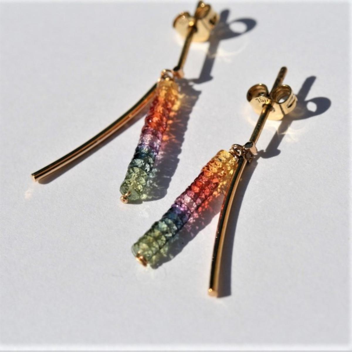 Örhängen, multicoloursafirer, guldörhängen