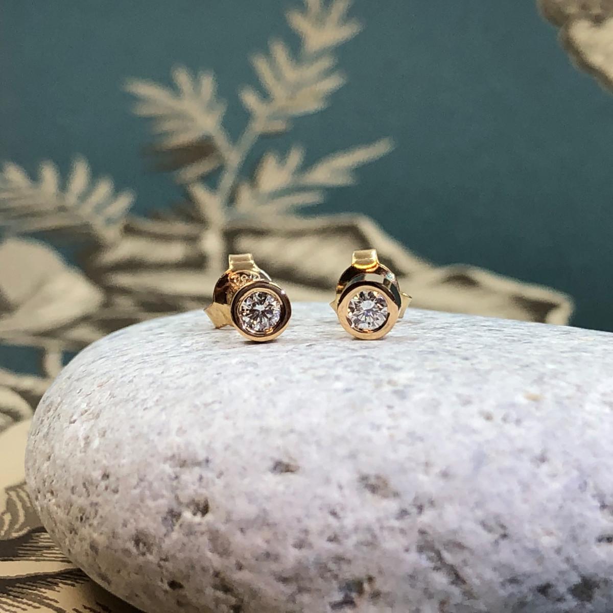 Örhängen, diamantörhängen, guldörhängen